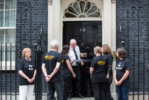 Downing Street letter hand in